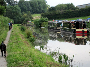 Canal July 2011 Cambrian Cruisers Marina at llangattock.jpg
